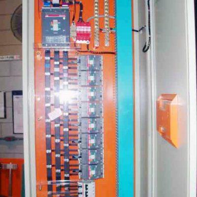 Quadros de Distribuição em caixas ou auto portantes